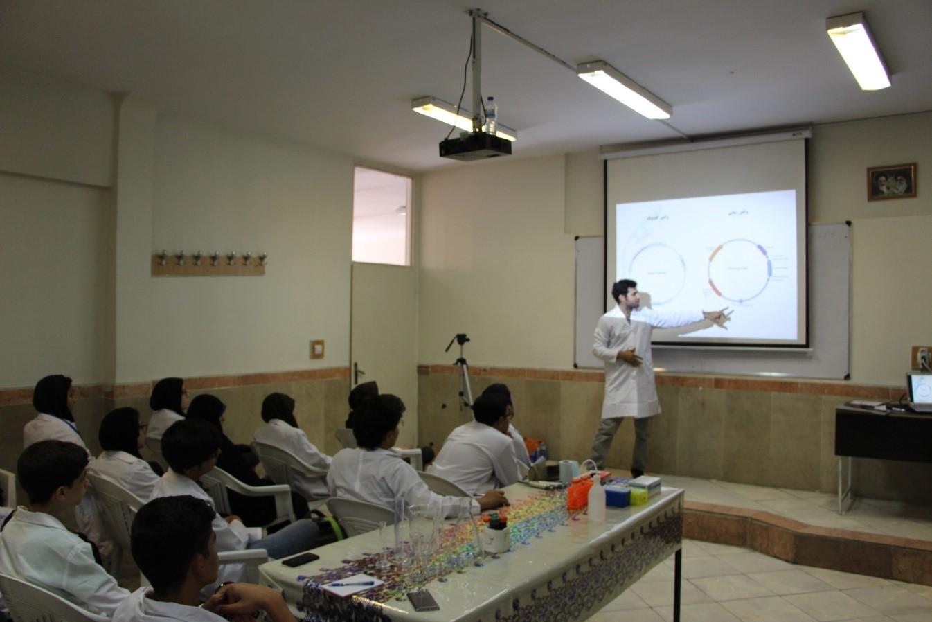 تصویری از کارگاه کار بیان ژن قطب اولین کارسوق مهندسی ژنتیک قطب تهران