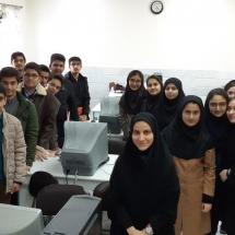 شرکت کنندگان کارگاه بیوانفورماتیک قطب سمنان در دومین کارسوق مهندسی ژنتیک..